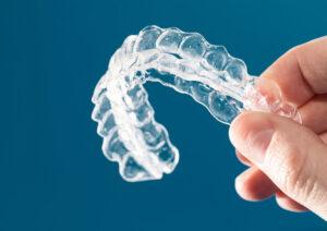 Corregir los dientes sin brackets ¡Es posible! Ortodoncia invisible en Avilés.