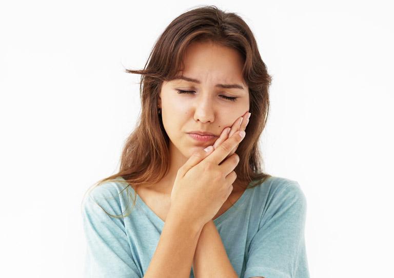 Cuáles son los síntomas de un flemón y cómo tratarlos - Clínica dental en Avilés